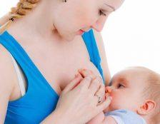 Nội tiết tố bị thay đổi sau sinh khiến mẹ khô âm đạo khi cho con bú